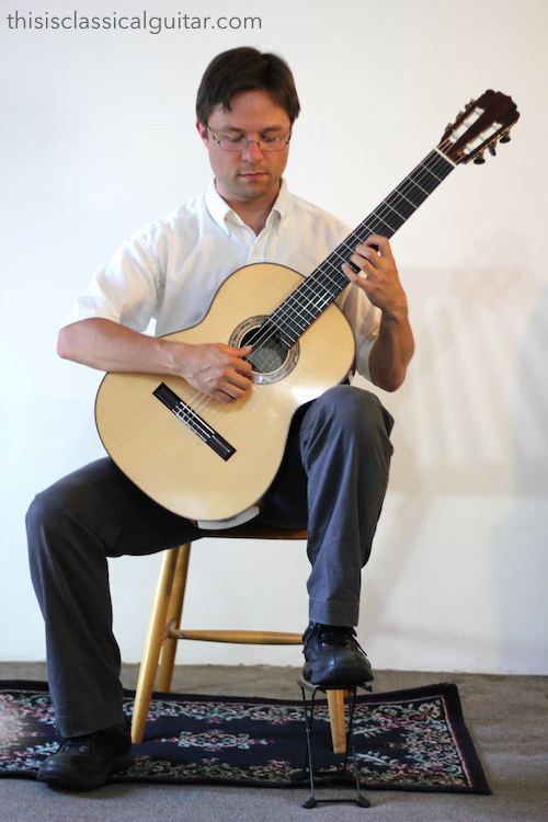 How to hold a classical guitar with a Footstool