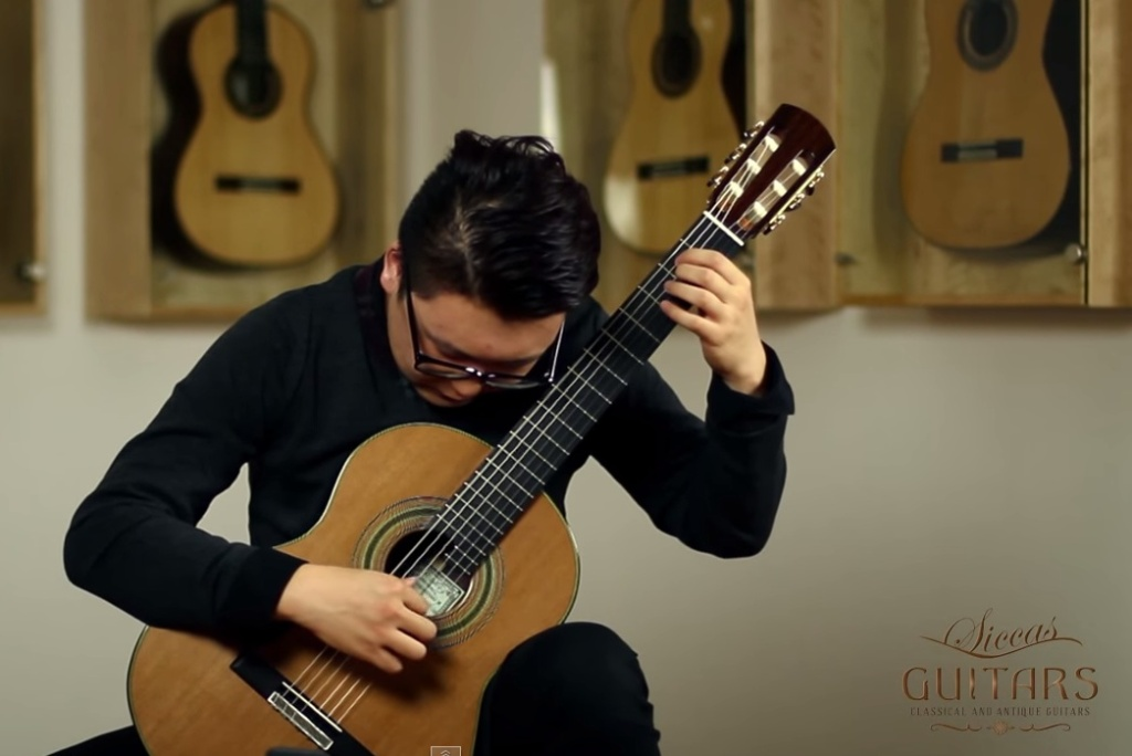 Xingye li plays etude no 1 by villa lobos this is classical guitar