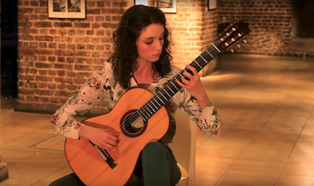 laura snowden plays anpao this is classical guitar. Black Bedroom Furniture Sets. Home Design Ideas