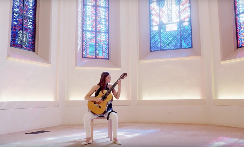 hanna link plays ivanov kramskoi this is classical guitar. Black Bedroom Furniture Sets. Home Design Ideas